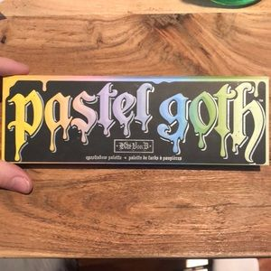 Kat Von D Limited Edition Pastel Goth Eye Palette
